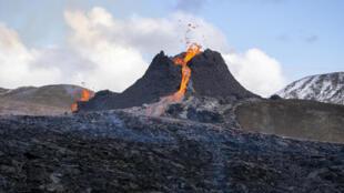 ثوران البركان في إيسلندا