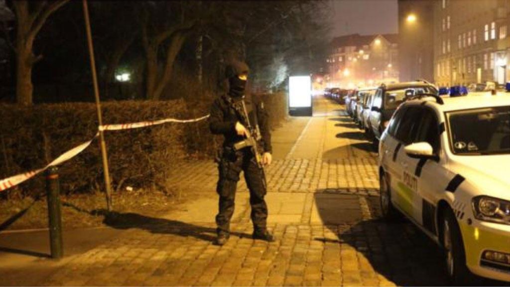 تواجد قوات الشرطة الدانمركية مكان وقوع الاعتداءات في 14 فبراير 2015
