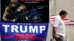 لوحة اعلانية للرئيس الأمريكي دونالد ترامب