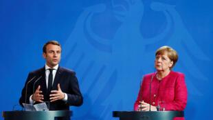الرئيس الفرنسي إيمانويل ماكرون والمستشارة الألمانية انغيلا ميركل