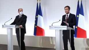 رئيس الوزراء الفرنسي جان كاستيكس ووزير الصحة أوليفييه فيران في باريس