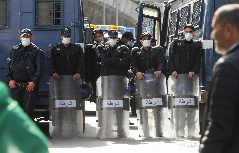 Policiers algeriens