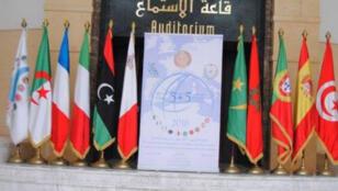شعار وأعلام قمة 5+5 بالجزائر