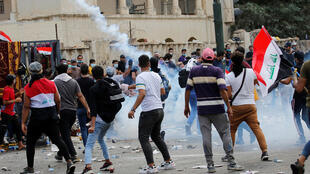 يشارك المتظاهرون في احتجاج على الفساد ونقص الوظائف وضعف الخدمات في بغداد-
