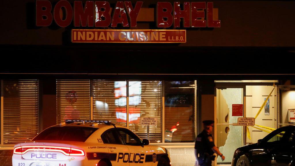 الشرطة الكندية تتفقد المطعم حيث وقع الإعتداء