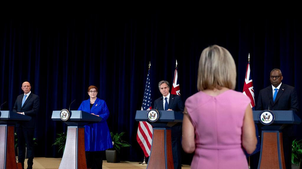 وزيرا الخارجية والدفاع الأمريكيان مع نظيريهما الأستراليين