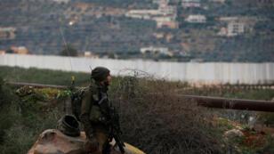 جندي إسرائيلي على الحدود مع لبنان