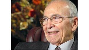 الراحل  السياسي المصري خالد محيي الدين