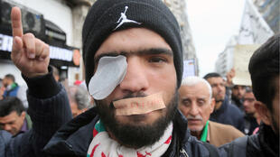 algerie_manif_yeux_couverts