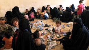 """عائلات مقاتلي تنظيم """"الدولة الإسلامية"""""""