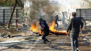 مواجهات بين مهاجرين والشرطة اليونانية على الحدود التركية - اليونانية