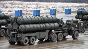 """منظومة صواريخ """"إس"""" الروسية التي صدرت منها عدة نسخ آخرها """"إس-500"""""""