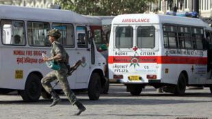 جندي هندي خلال اعتداءات مومباي عام 2008