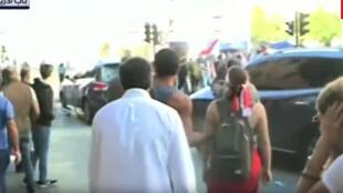 متظاهرون في بيروت يحاولون اعتراض سيارات النواب في طريقها ألى البرلمان