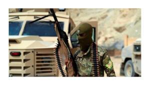 مسلح من قوات سوريا الديمقراطية في سوسة بمحافظة دير الزور شرق