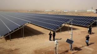مشروع  لتوليد الطاقة الشمسية