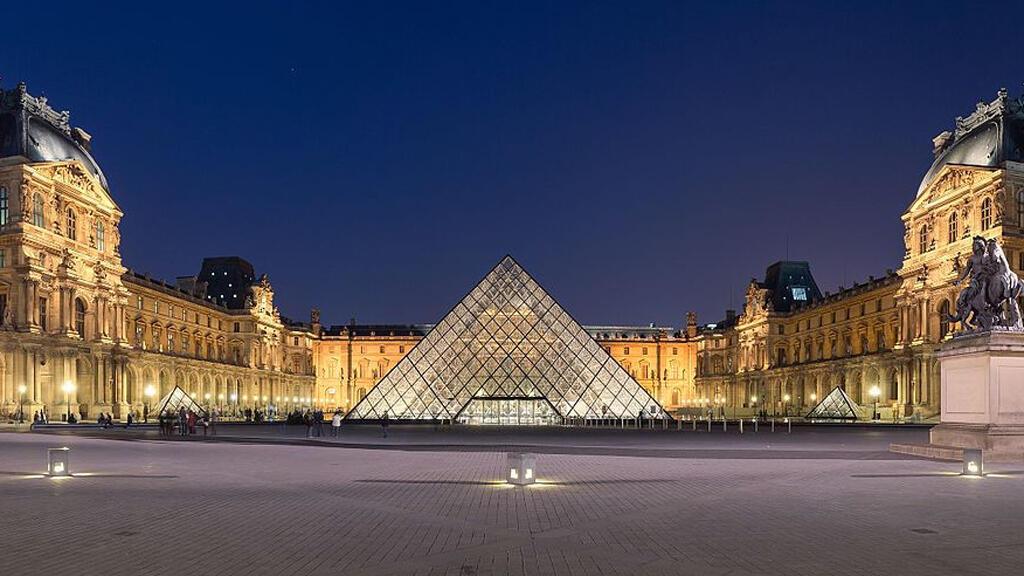 متحف اللوفر في العاصمة الفرنسية، باريس