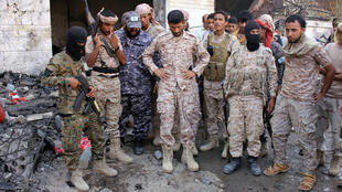 تجمع عناصر من قوات الأمن التي ينظمها التحالف الذي تقوده السعودية