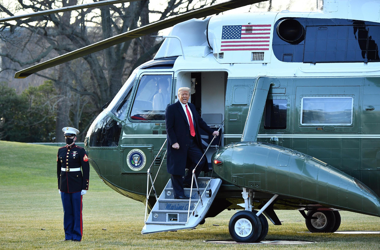 لحظة مغادرة دونالد ترامب البيت الأبيض يوم 20 يناير 2021