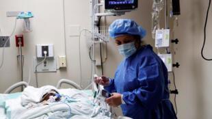 مريض بفيروس كورونا في أحد المستشفيات بالولابات المتحدة