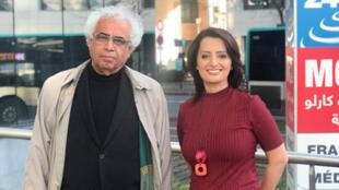 إيمان الحمود مع الشاعر والدبلوماسي العراقي شوقي عبد الأمير أمام مدخل مونت كارلو الدولية بباريس