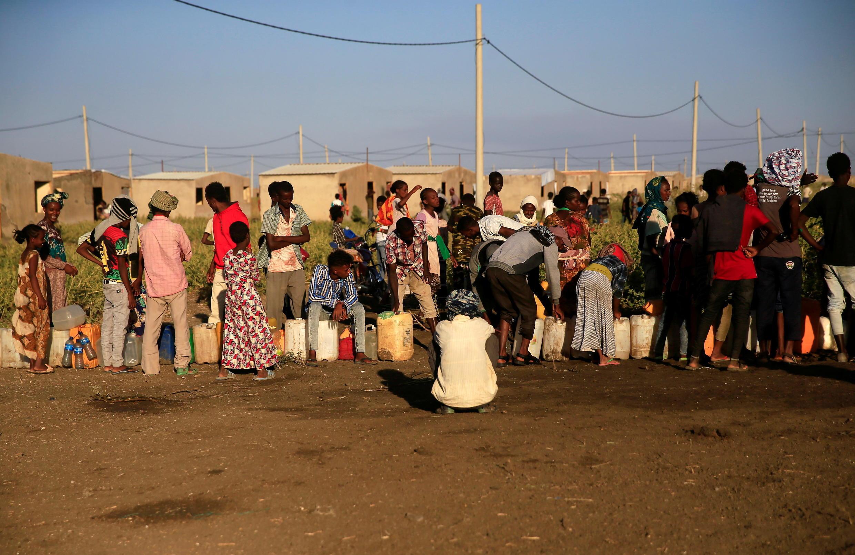 أثيوبيون هاربون من النزاع في منطقة تيغراي في مخيم للنازحين على الحدود الإثيوبية السودانية ( 24 نوفمبر 2020)