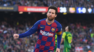 ليونيل ميسي نجم برشلونة يستعد لمواجهة نابولي معقل النجم السابق دييغو مارادونا أسطورة فريق نابولي