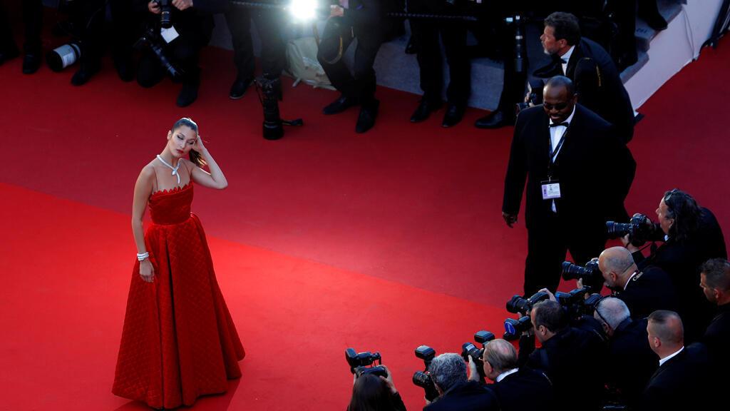 عارضة الأزياء بيلا حديد في مهرجان كان السينمائي 2017