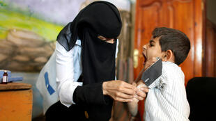 الصورة لممرضة يمنية -