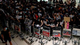 المظاهرات في مطار هونغ كونغ