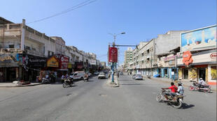 مارة في أحد شوارع الحديدة باليمن
