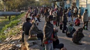 مشردون في الهند ينتظرون المساعدات الحكومية