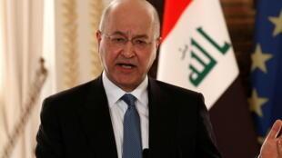 الرئيس العراقي برهم صالح يتحدث خلال مؤتمر صحفي في باريس ( 25 فبراير 2019)