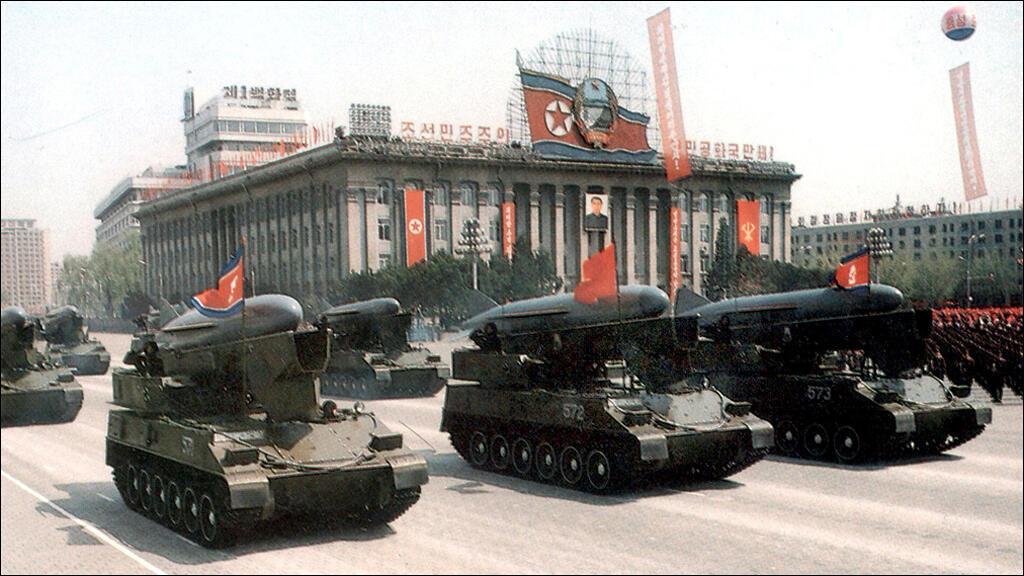 خلال عرض عسكري في بيونغ يانغ 25 نيسان/أبريل 1993