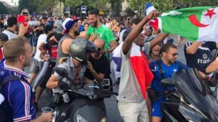مشجعون للمنتخب الجزائري
