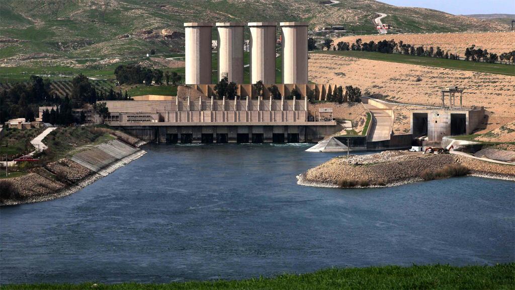 سد الموصل على نهر دجلة