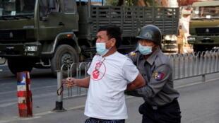 خلال تظاهرة بمدينة ماندلاي البورمية