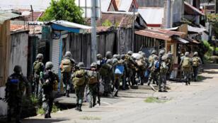 استقدام تعزيزات من الجيش لمحاربة تنظيم داعش في مراوي، جنوب الفليبين (29-05-2017)