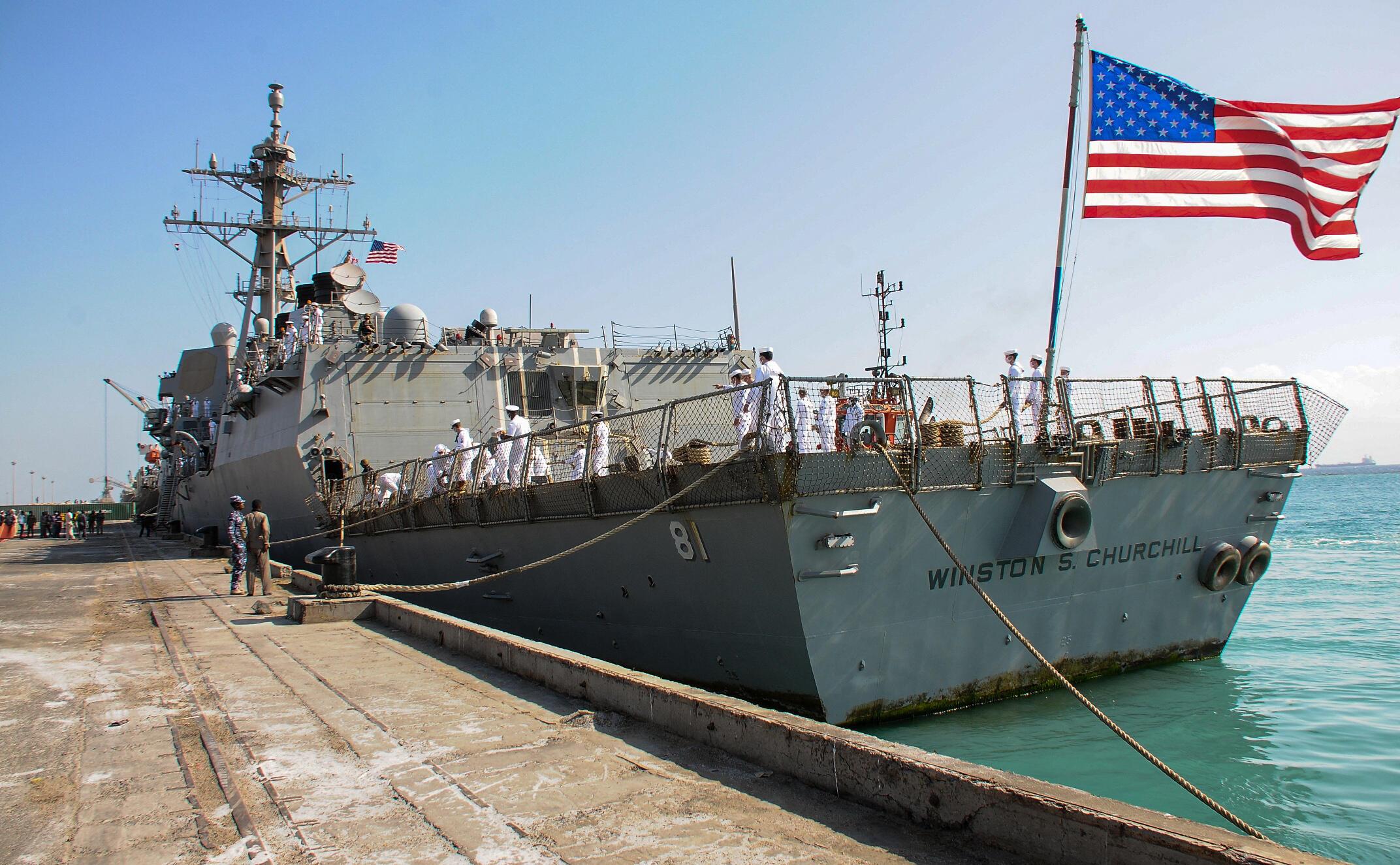 """البارجة الأمريكية """"يو إس إس وينستون تشرشل"""" في ميناء بورت سودان"""