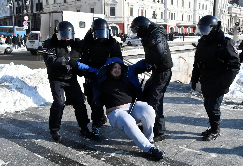 احتجاجات في روسيا على سجن المعارض نافالني رغم حملة قمع