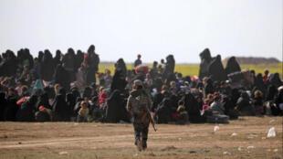 مقاتلة من باسم قوات سوريا الديمقراطية بالقرب من بلدة الباغوز يوم 6 مارس  2019