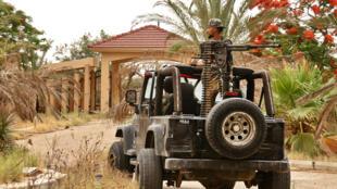 مقاتلون موالون لحكومة الوفاق الوطني الليبية خلال اشتباكات مع القوات الموالية لخليفة حفتر في جنوب العاصمة الليبية طرابلس في 1 يونيو 2020