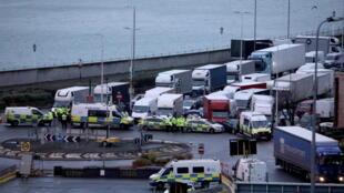 إغلاق الحدود بين فرنسا وبيرطانيا
