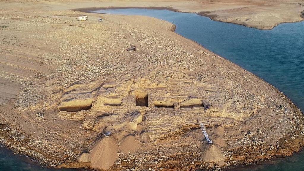 """العراق: انحسار المياه يكشف عن آثار الحضارة """"الميتانية"""" القديمة الغامضة Iraq_60"""