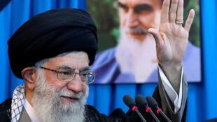 علي خامنئي قائد الثورة الإسلامیة في إيران