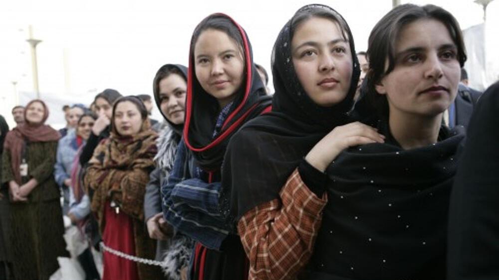 فتيات أفغانيات