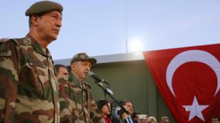 الرئيس التركي أردوغان يرتدي الزي العسكري خلال زيارته لموقع Ogulpinar العسكري