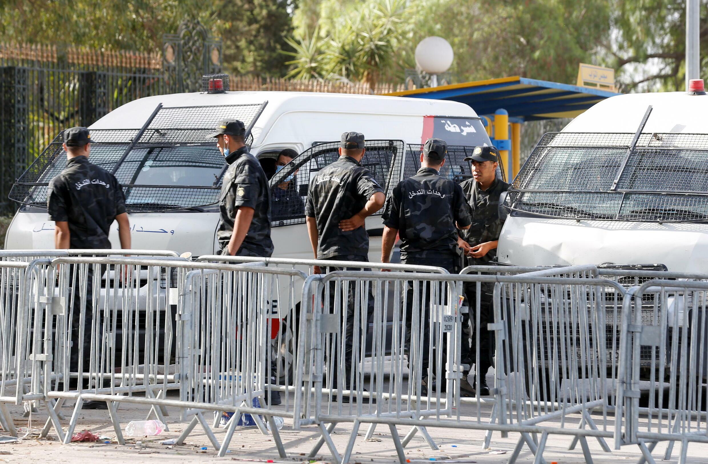 الشرطة التونسية تنتشر في محيط البرلمان