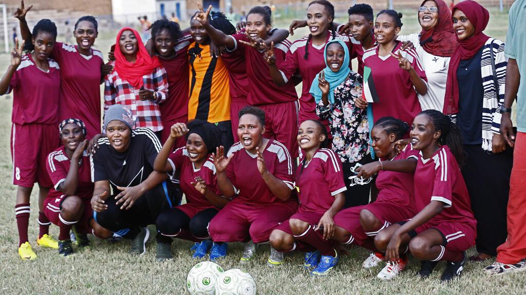 لاعبات كرة قدم سودانيات بمدينة أم درمان في تشرين الأول 2019