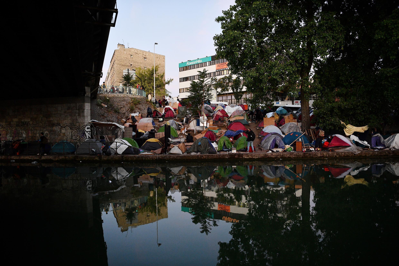 مخيم للاجئين غير الشرعيين في ضواحي باريس